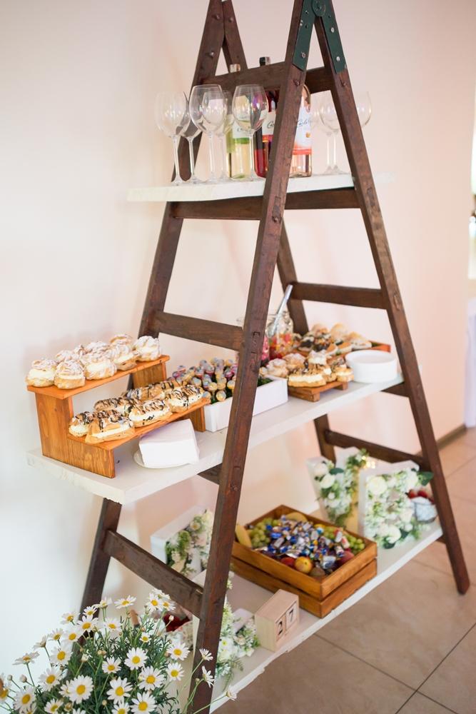 Drewniana drabina / stół słodkości